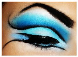 Blue cut crease tutorial by NatashaSmithPhoto
