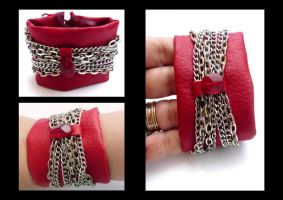 Red bracelet with chains by Laurelis
