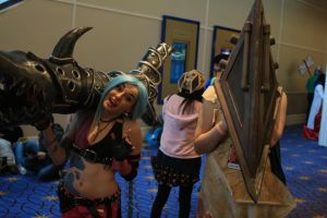 Katsucon 2014 - Jinx and Pyramid Head by VideoGameStupid