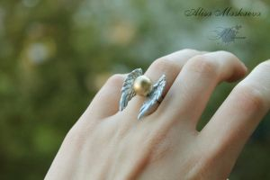 Snitch ring from polymer clay (from Harry Potter) by Krinna