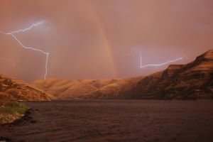 Lightning On The River by kanokus