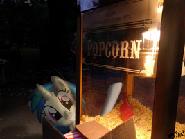 Vinyl Scratch working the popcorn machine by OJhat