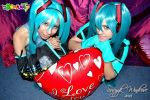 Hatsune Miku cosplay: OriginalAndLove is war4 by ROYAL1105