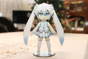 Chibi Snow Miku Papercraft by DemonBa55Player