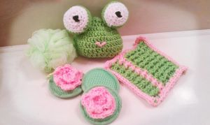 Crochet Forg Bath Set by ErikaC