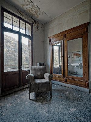 Window Chair Mirror by ZerberuZ