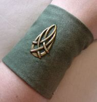 Celtic Teardrop Cuff by lavadragon