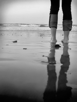 sand beneath her toes. by jazza-v