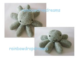 GIANT Octopus by RainbowDropDreams