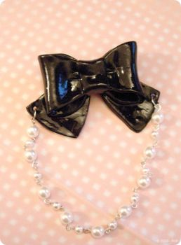 Brooch - Ribbon and Pearls by itrill