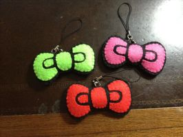Cute Bow Felt Keychain or Pin by jaysanzo