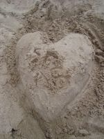 Love in the Sand by itsayskeds