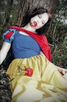Snow White by Lens-Of-Mind