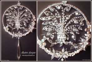 Suncatcher silver/white peacock by illustrisdesigns