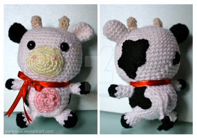 Amigurumi Cow by gladysaur