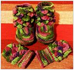 Baby dragon scale booties and gloves by Coccis