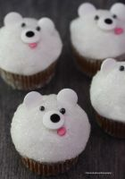 Polar Bear Cupcakes by theresahelmer