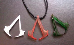 Assassin's Creed pendants by Zelvyne