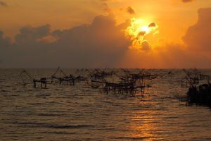 Sunrise at Phatthalung by esee