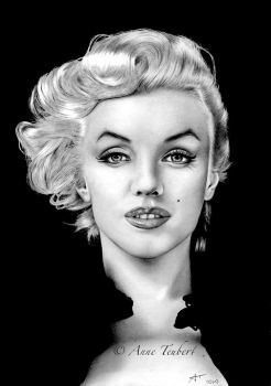 .: MARILYN MONROE :. by Lorelai82