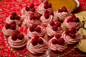 Cupcakes, of the Raspberry persuation by draxxion