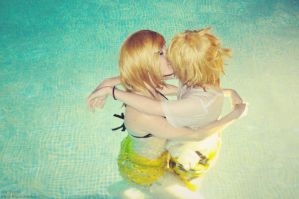 Len and Rin - Water Kiss by Sora-Phantomhive