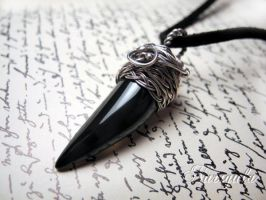 Black Vampiria - Agate fang Silver necklace. by nurrgula