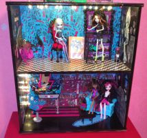 Monster High Selfmade House by Frufru-Punk