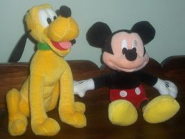 Good Friends - Mickey Mouse and Pluto by ChipmunkRaccoon2