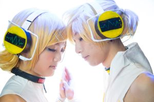 Rin and Len Kagamine by BeyondKryptic