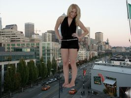 stroling giantess by marcrtr