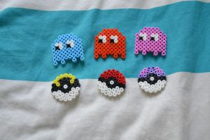 Little pacman ghost and pokeballs by Cesiel