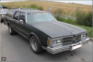 Oldsmobile Custom Cruiser by 22photo