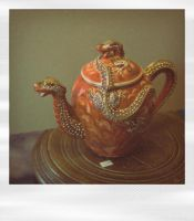 Fake teapot by MissUmlaut
