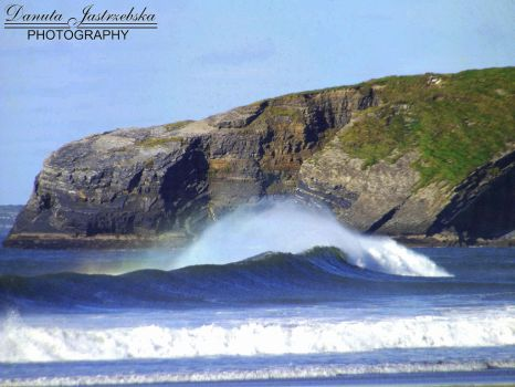 Waves race by Savrille