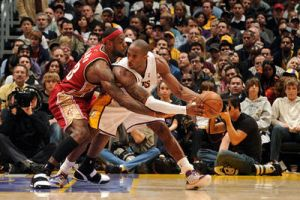 Lebron vs Kobe by spiderguylll
