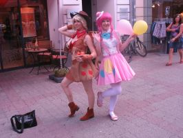 Applejack and Pinkie Pie Cosplayer by CMC--Scootaloo
