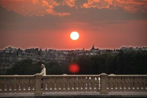 sunset in Paris by manicmOon