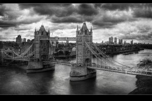 Tower Bridge Bnw by fbuk