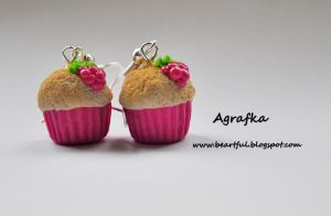 Vanilla muffins with raspberries from polymer clay by Aagrafka