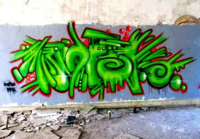 green piece. by Unfor-street-arT