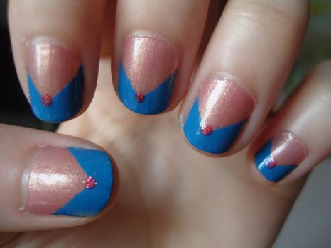 blue 'n' pink retro nails by luminousleopard
