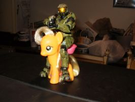 Master Chief and Applejack by ROBCakeran53