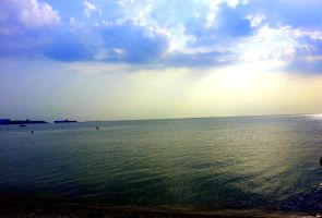 Sun and waves by madalici