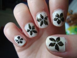 Flower nails by luminousleopard