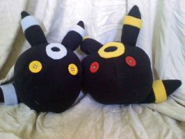 Umbreon plushies by CaptHansIsMyMaster