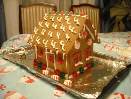 Gingerbread house :D by ElectricHalo