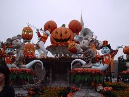 Halloween at Disneyland by rogerpet