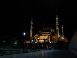 Towards The Blue Mosque by InayatShah