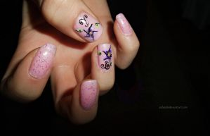 pink manicure with purple flowers by SoBiEsKii
